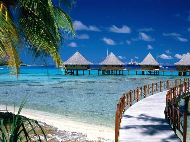 Walkway_to_Paradise,_Tiputa,_Rangiroa,_French_Polynesia.1